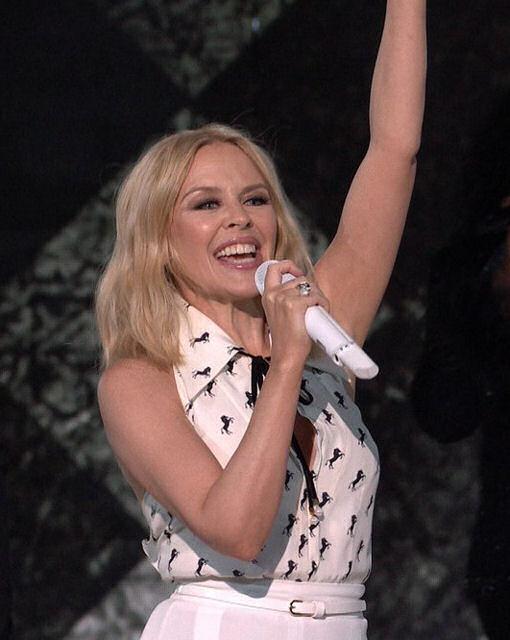 Kylie live 04 nov.2…